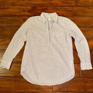 Gap shirt half button up in small!